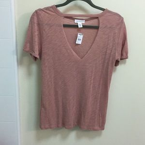 Rust t-shirt with chocker neckline